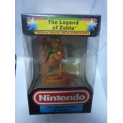 THE LEGEND OF ZELDA TROPHY FIGURE : LINK BOOMERANGS A GOHMA